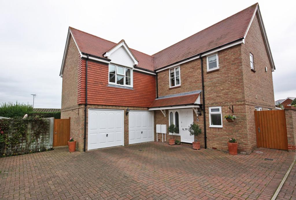 4 Bedrooms Detached House for sale in Whitehead Close, Writtle, Chelmsford, CM1