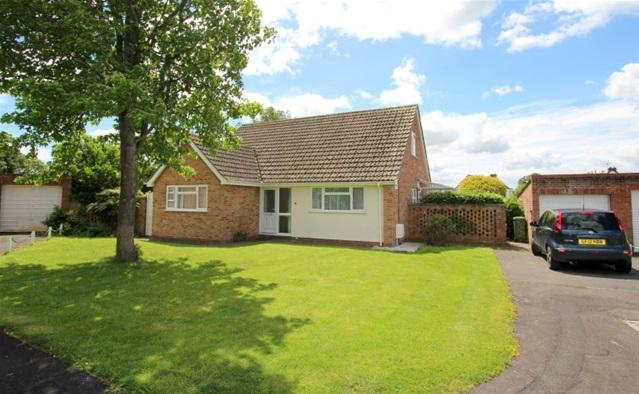 4 Bedrooms Detached Bungalow for sale in Timberscombe Way, Bridgwater