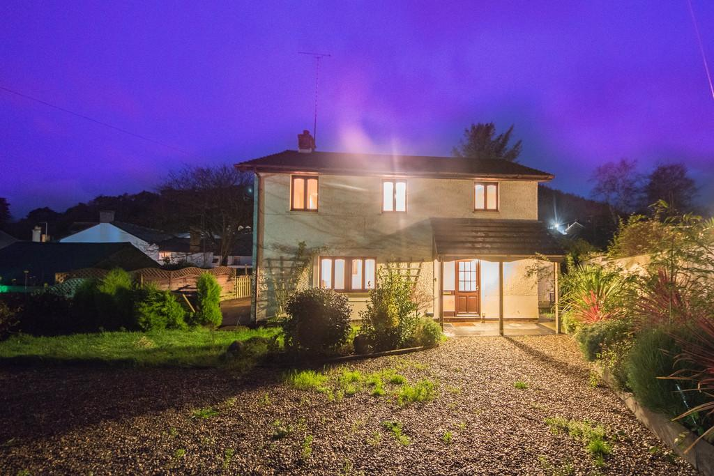 4 Bedrooms Detached House for sale in Talybont