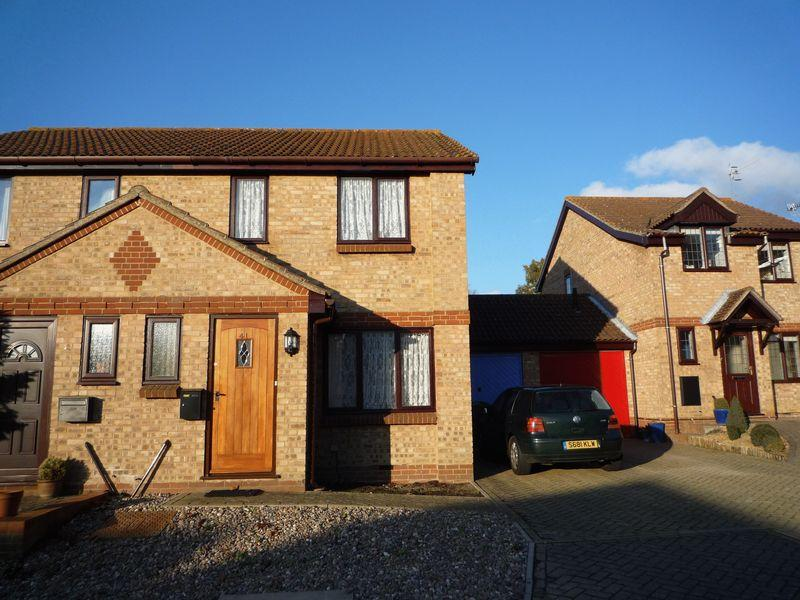 3 Bedrooms Semi Detached House for sale in Town Acres, Tonbridge