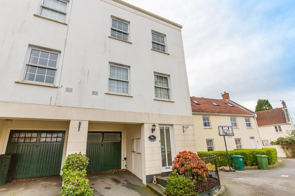 3 Bedrooms End Of Terrace House for sale in 19 Balmoral, St. Peter Port, Guernsey