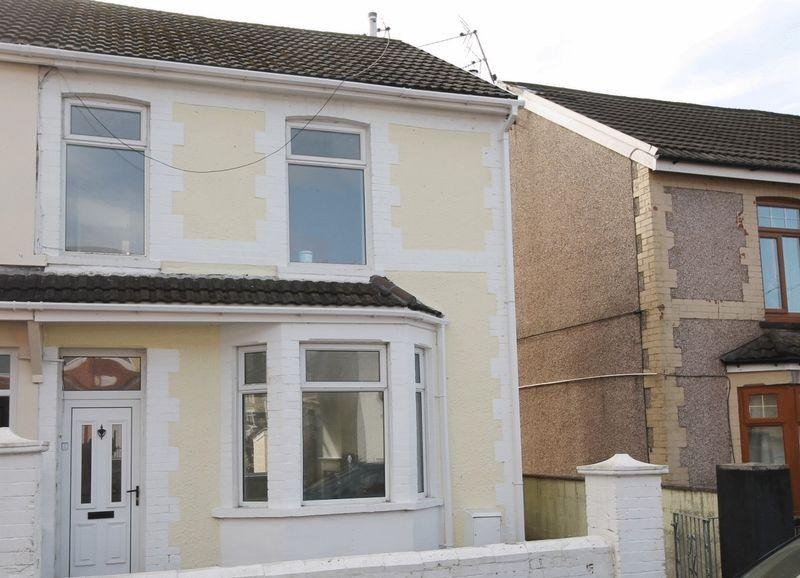 3 Bedrooms End Of Terrace House for sale in The Avenue, Tonyrefail, CF398PR