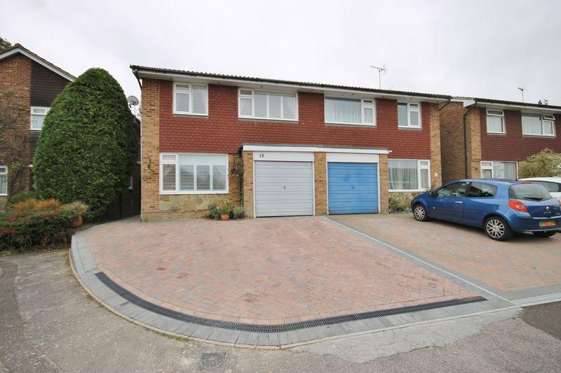 4 Bedrooms Semi Detached House for sale in Sheddingdean Close, Burgess Hill, West Sussex