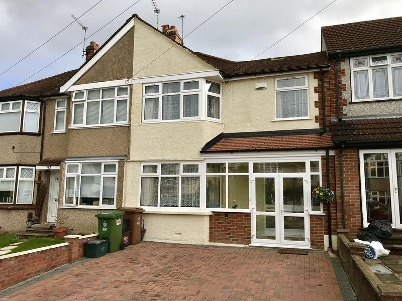 4 Bedrooms Terraced House for sale in Crofton Avenue, Bexley
