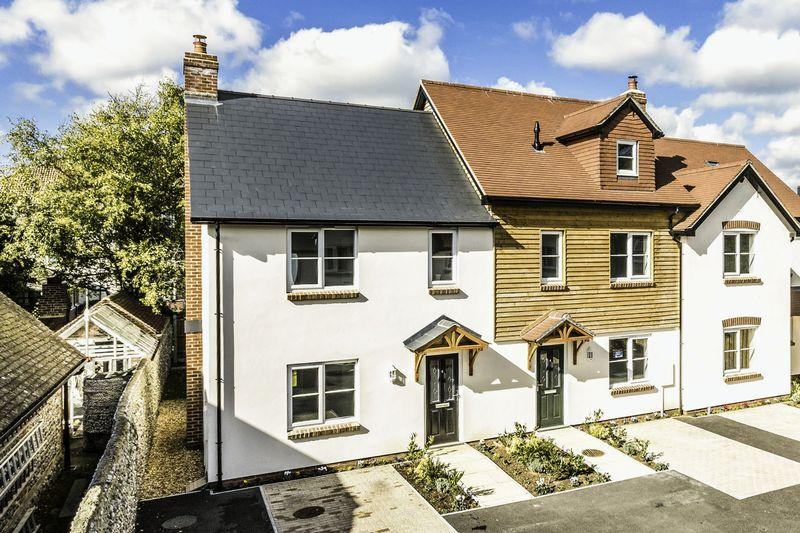 2 Bedrooms End Of Terrace House for sale in Matrons Cottages, East Preston