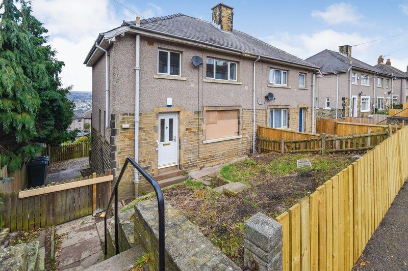 3 Bedrooms Semi Detached House for sale in West Royd Drive, Shipley