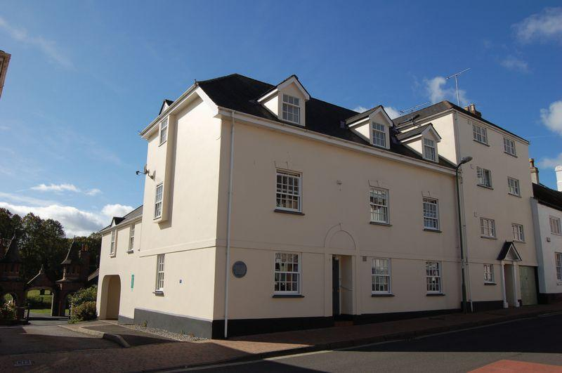 2 Bedrooms Apartment Flat for sale in 2 bedroom, first floor flat with garage