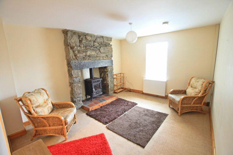 2 Bedrooms Terraced House for sale in Deiniolen, Gwynedd