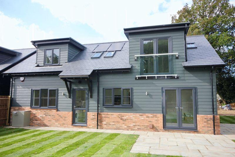 3 Bedrooms Detached House for sale in Brand New Home, Pepperstock, Near Slip End