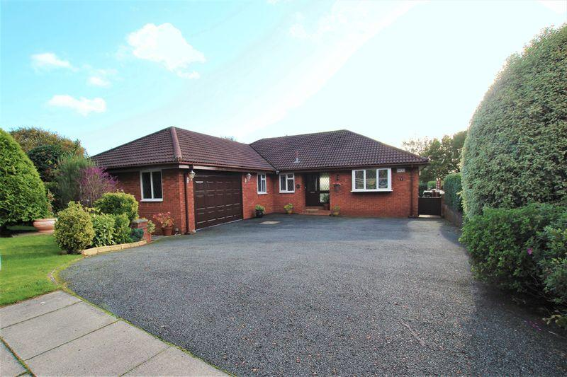 4 Bedrooms Detached Bungalow for sale in Pipers End, Lower Heswall