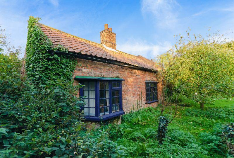 2 Bedrooms Cottage House for sale in Furlong Lane , Old Leake