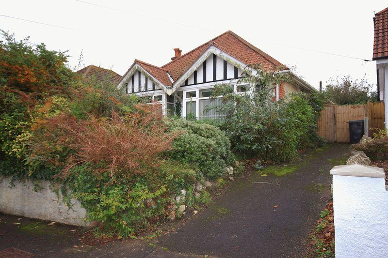3 Bedrooms Detached Bungalow for sale in Tuckton Road, Southbourne, Bournemouth