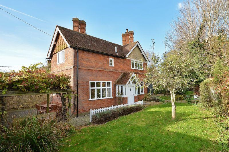 3 Bedrooms Detached House for sale in School Lane, Dinton