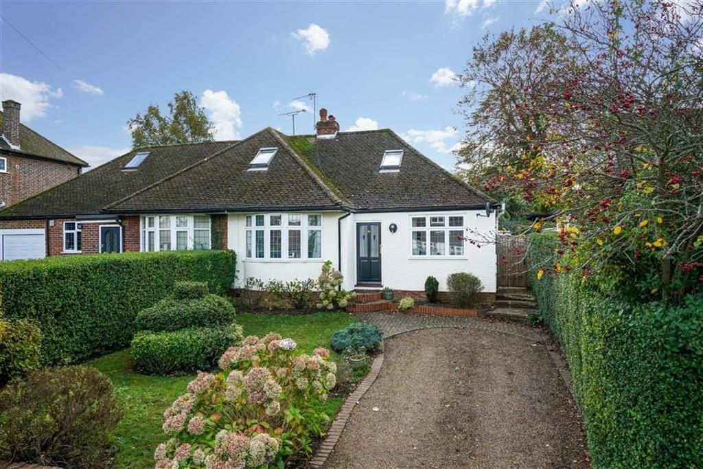 3 Bedrooms Semi Detached Bungalow for sale in Park Rise, Harpenden, Hertfordshire