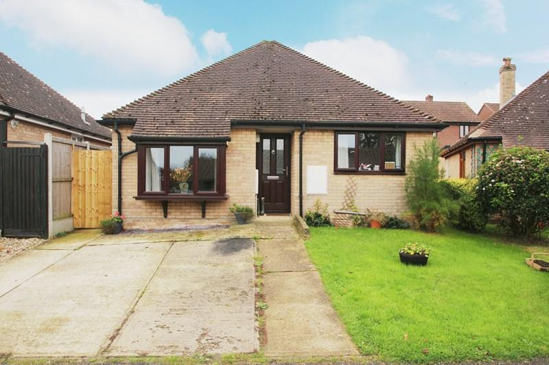 2 Bedrooms Detached Bungalow for sale in Homefield Way, Earls Colne, Colchester