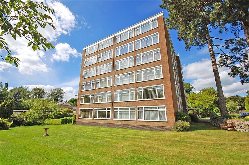 3 Bedrooms Flat for sale in Withyholt Court, Charlton Kings, Cheltenham, GL53