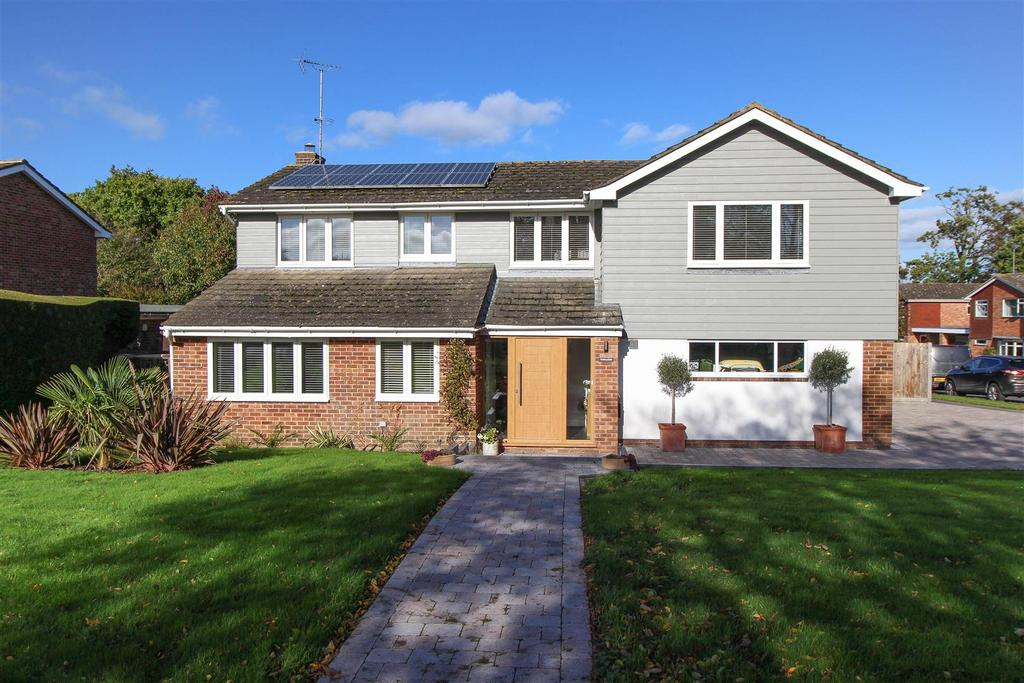5 Bedrooms Detached House for sale in South Road, Wivelsfield Green