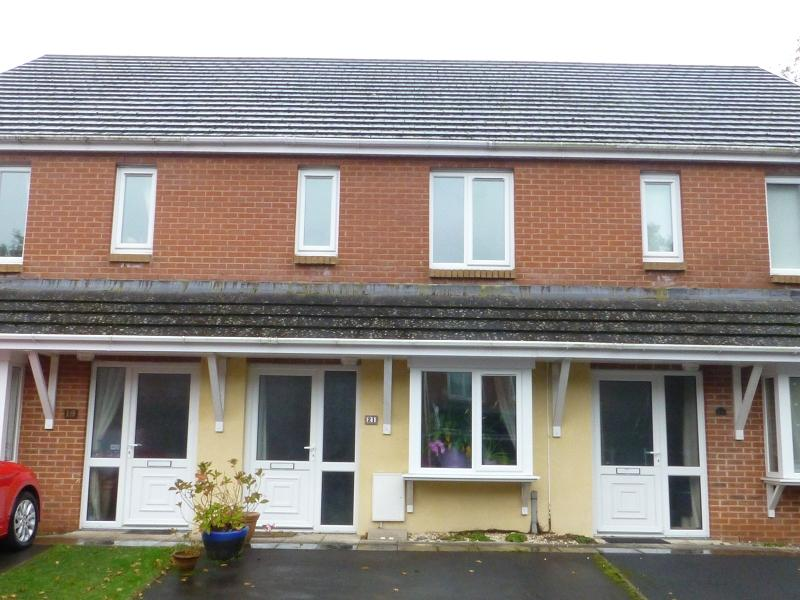 3 Bedrooms Terraced House for sale in Clos Y Cwm , Penygroes, Llanelli, Carmarthenshire.