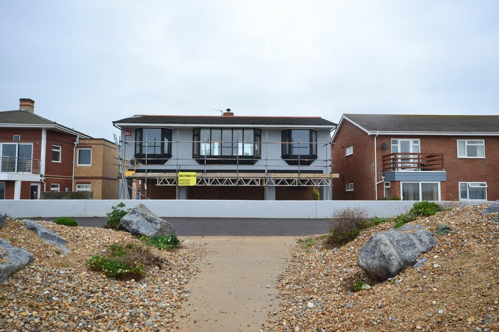 5 Bedrooms Detached House for sale in Southwood Road, Hayling Island, PO11