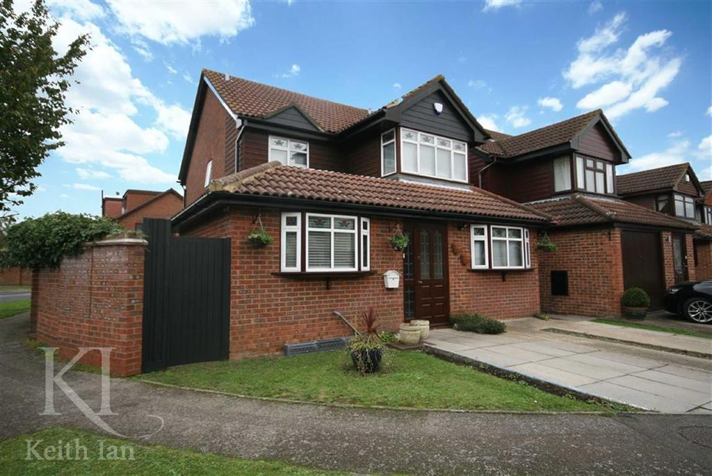 5 Bedrooms Detached House for sale in Girton Court, Cheshunt