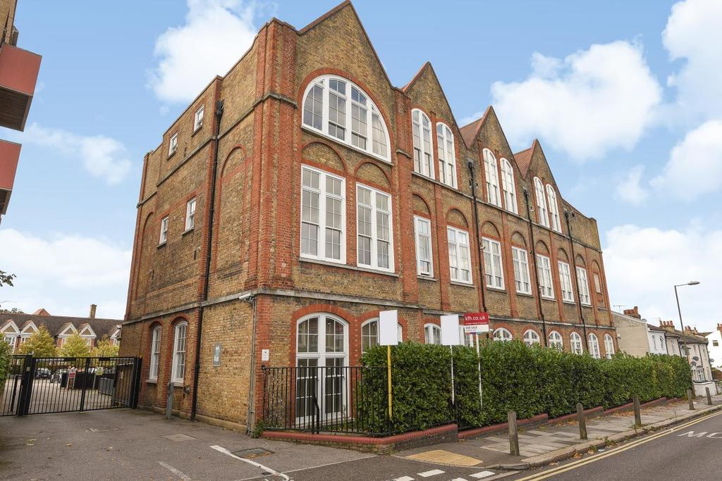 2 Bedrooms Flat for sale in Bloomfield Road, Woolwich