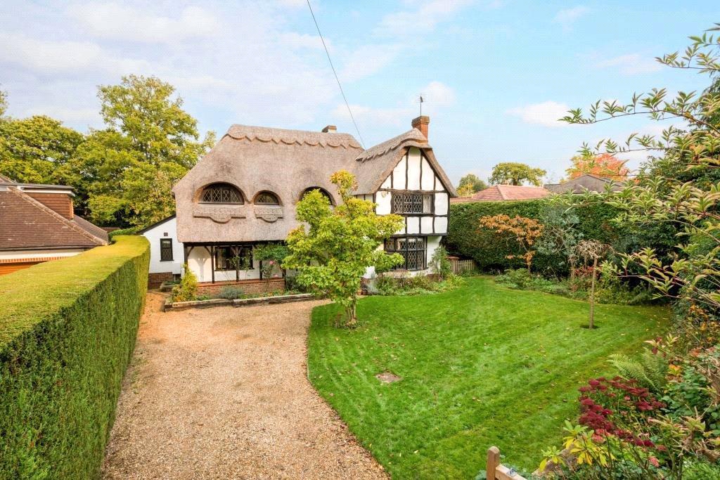 5 Bedrooms Detached House for sale in Glendene Avenue, East Horsley, Surrey, KT24