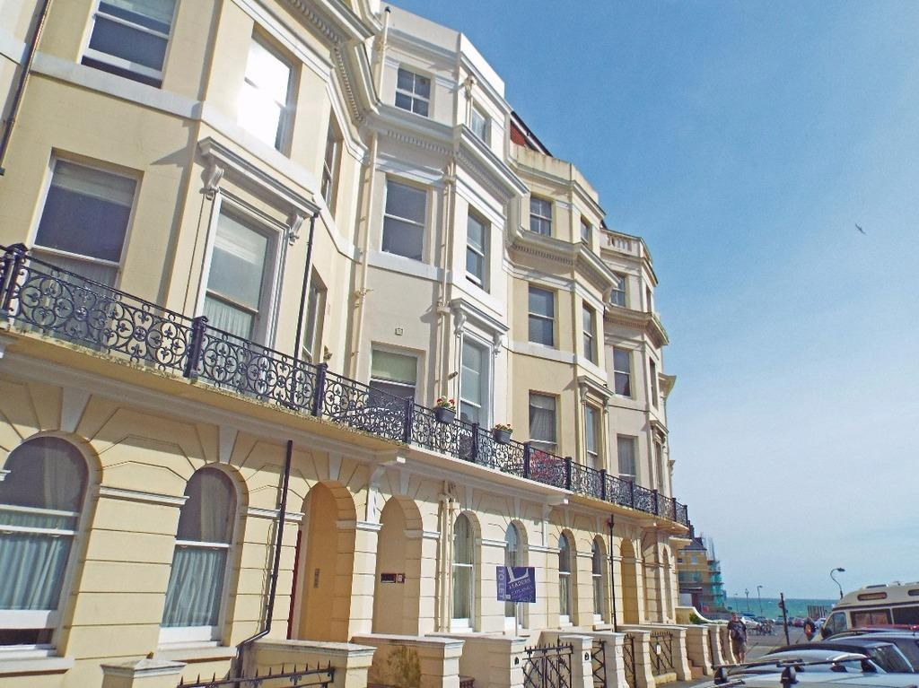 1 Bedroom Flat for sale in St Aubyns Hove East Sussex BN3