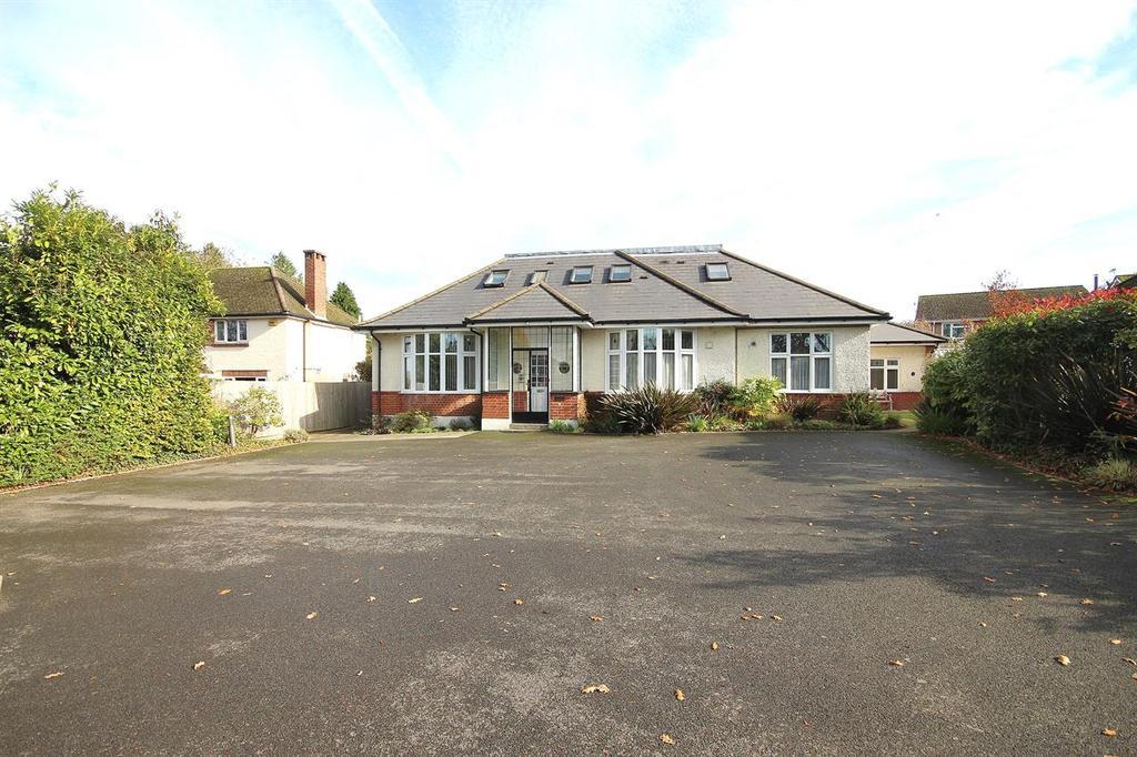 2 Bedrooms Flat for sale in Gravel Hill, Merley, Wimborne