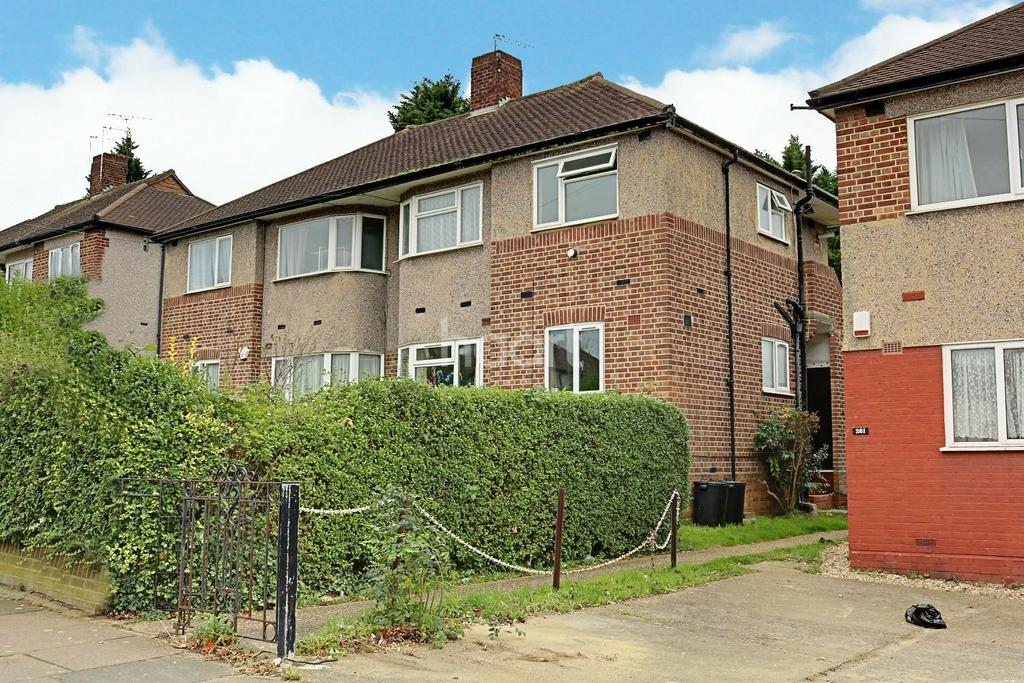 2 Bedrooms Maisonette Flat for sale in Fullwell Avenue, Clayhall