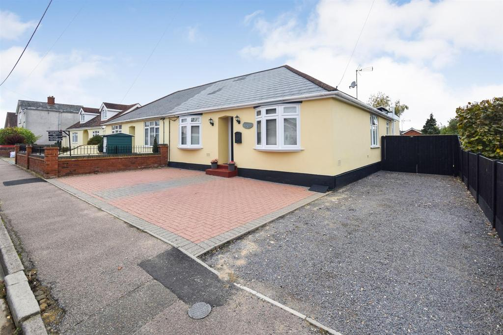 4 Bedrooms Bungalow for sale in Elwin Road, Tiptree, Colchester