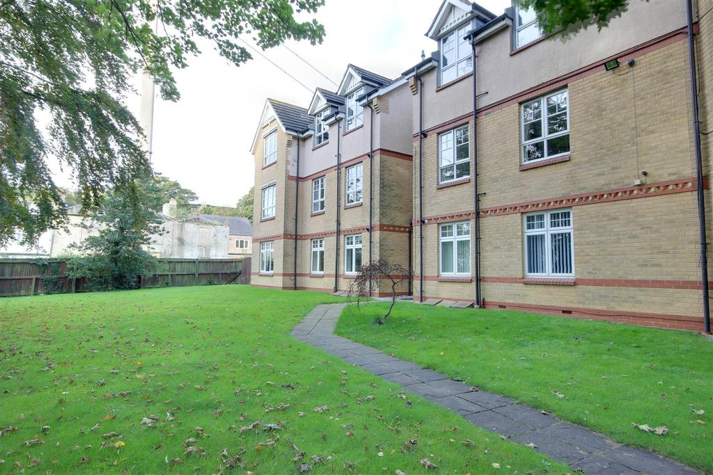 3 Bedrooms Apartment Flat for sale in St. Marys Close, Hessle