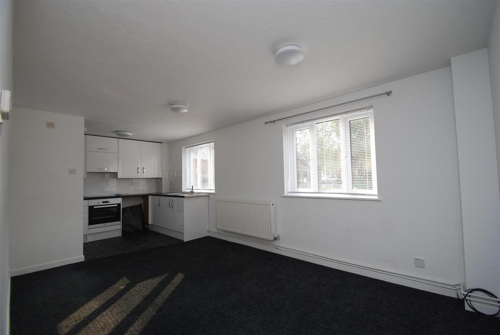 2 Bedrooms Apartment Flat for sale in Oast Court, Southgate Street, Bury St Edmunds