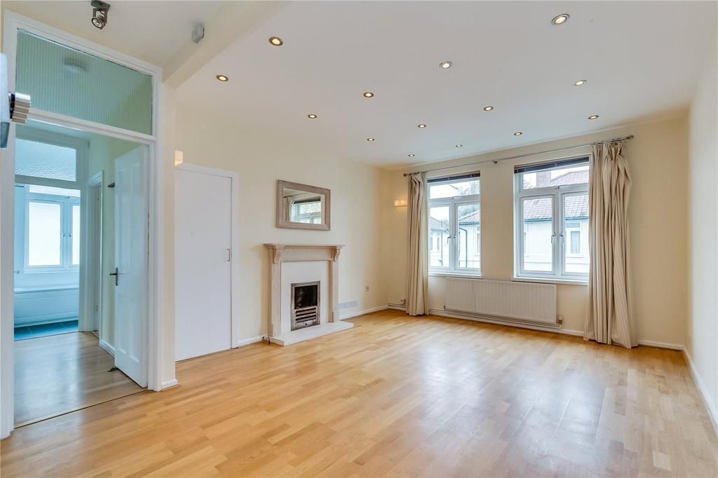 3 Bedrooms Flat for sale in Meade Close, Chiswick, London