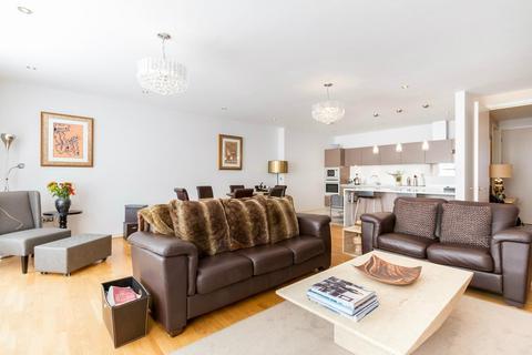 3 bedroom flat to rent - Aura House, 39 Melliss Avenue, Richmond, Surrey