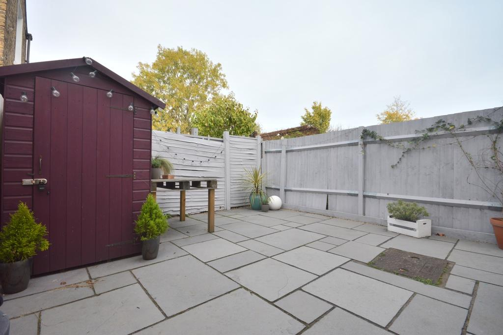 2 Bedrooms Flat for sale in Engleheart Road Catford SE6