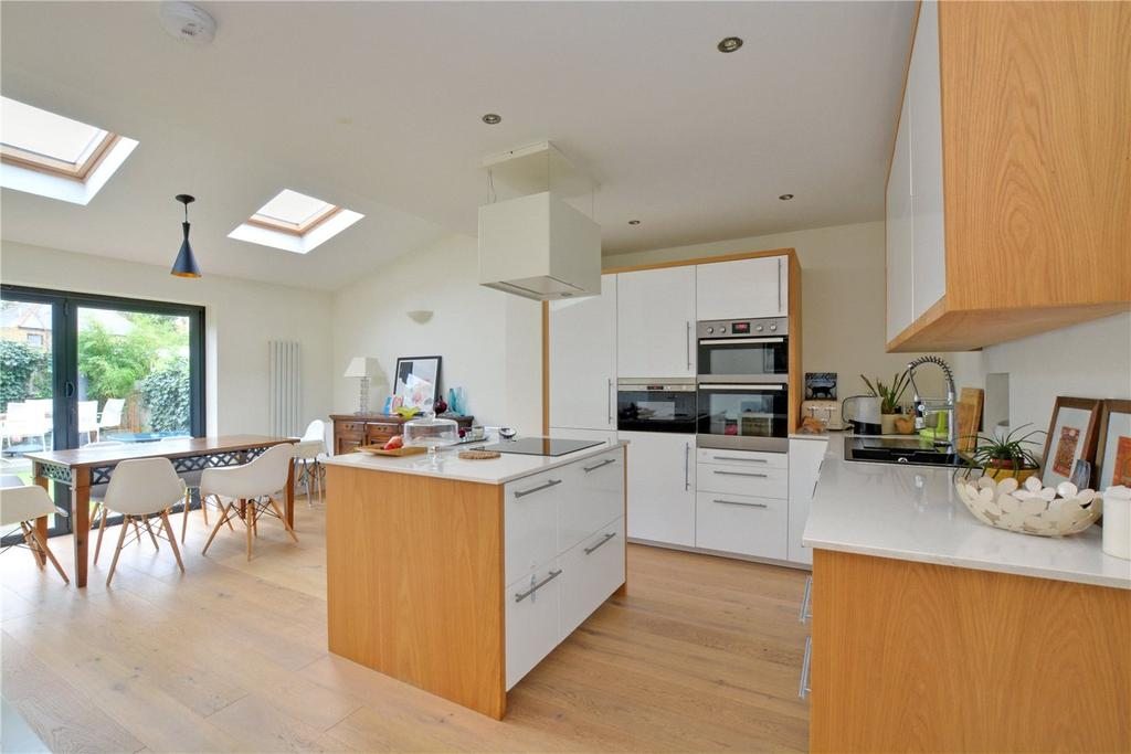 3 Bedrooms Terraced House for sale in Medebourne Close, Blackheath, London, SE3