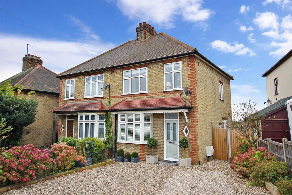 3 Bedrooms Semi Detached House for sale in Kavanaghs Road, Brentwood