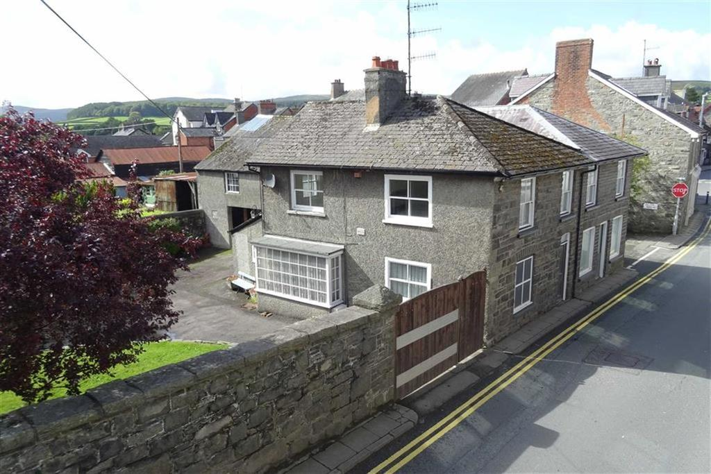 3 Bedrooms Detached House for sale in Maelog, South Street, Rhayader, Powys, LD6