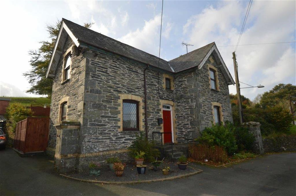 3 Bedrooms Detached House for sale in The School House, Ysbyty Ystwyth, Ystrad Meurig, SY25