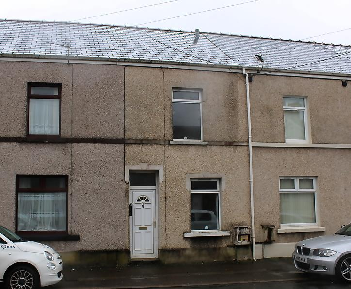 2 Bedrooms Terraced House for sale in New Road, Ammanford