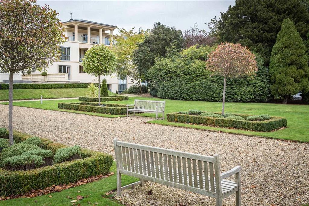 3 Bedrooms Flat for sale in Regency House, Humphris Place, Cheltenham, Gloucestershire, GL53