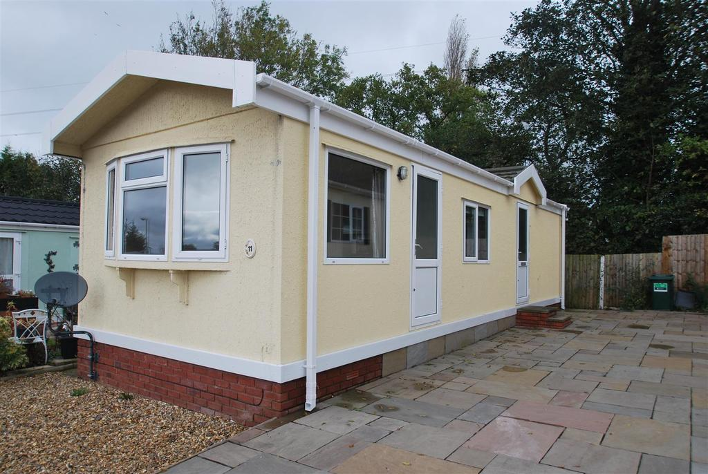 2 Bedrooms Park Home Mobile Home for sale in Cheshire Park Homes, Dunham On The Hill