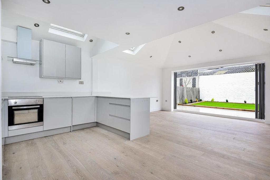 3 Bedrooms Flat for sale in Chetwode Road, Balham