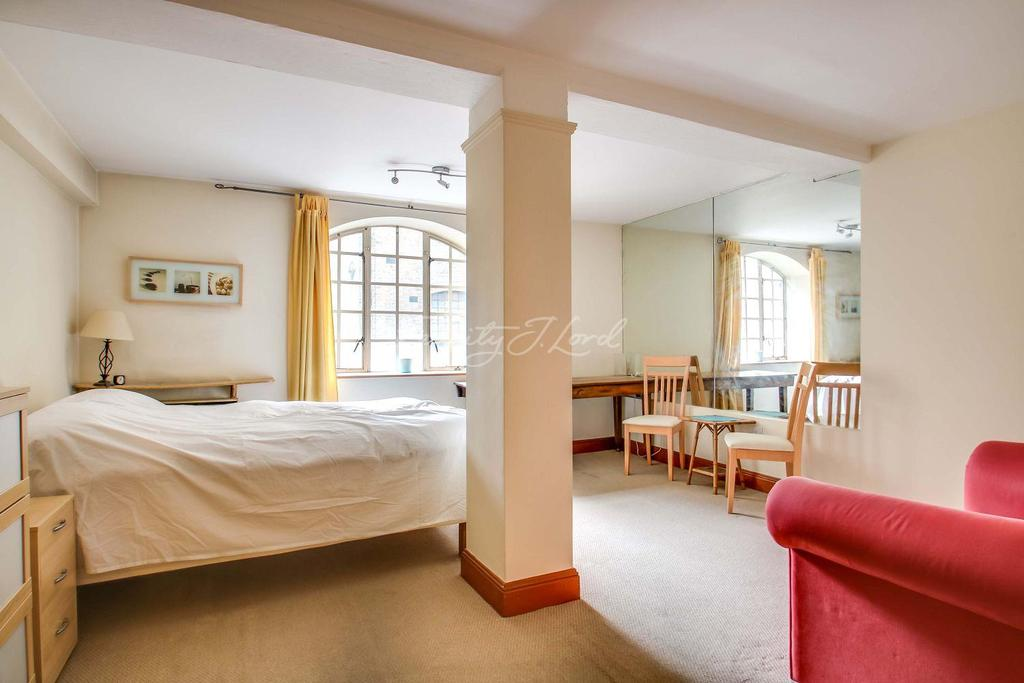 Studio Flat for sale in St Saviours Wharf, Shad Thames, SE1