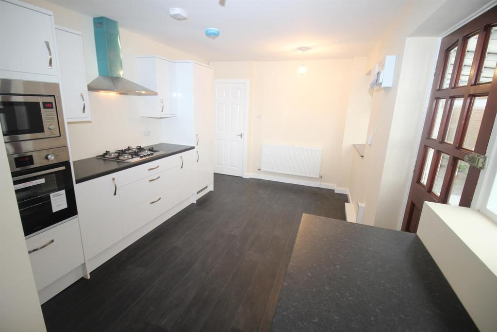 2 Bedrooms Detached Bungalow for sale in Horncliffe Walk, Newcastle Upon Tyne