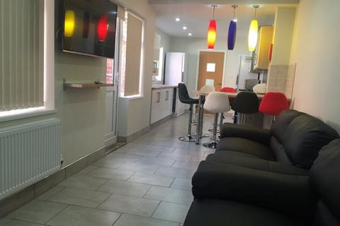 6 bedroom house to rent - 8 First Avenue, B29 7NS