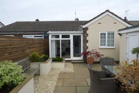 2 bedroom semi-detached bungalow for sale - Clarondale, Sutton Park, Hull, East Yorkshire, HU7