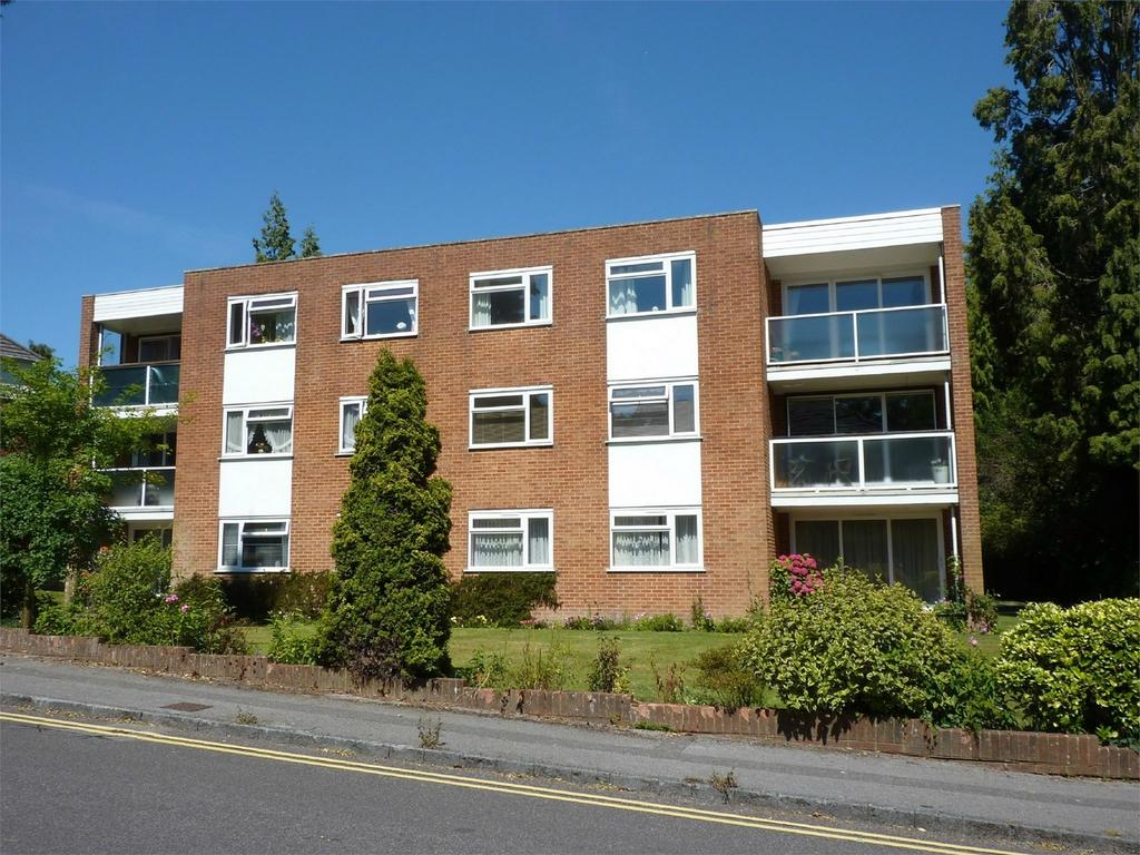 2 Bedrooms Flat for sale in Lawnswood, 82 Surrey Road, POOLE, Dorset