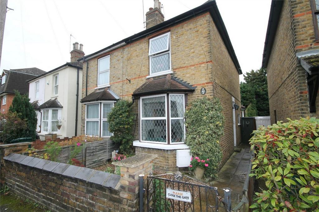 2 Bedrooms Semi Detached House for sale in Edgell Road, Staines-Upon-Thames, Surrey