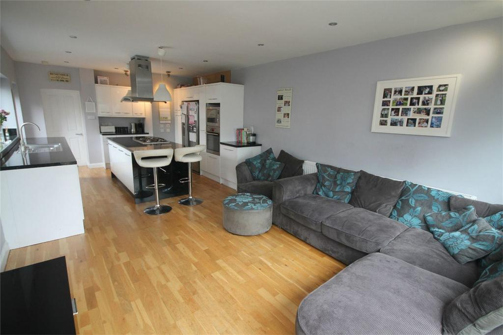 4 Bedrooms Semi Detached House for sale in Adelaide Road, Ashford, Surrey